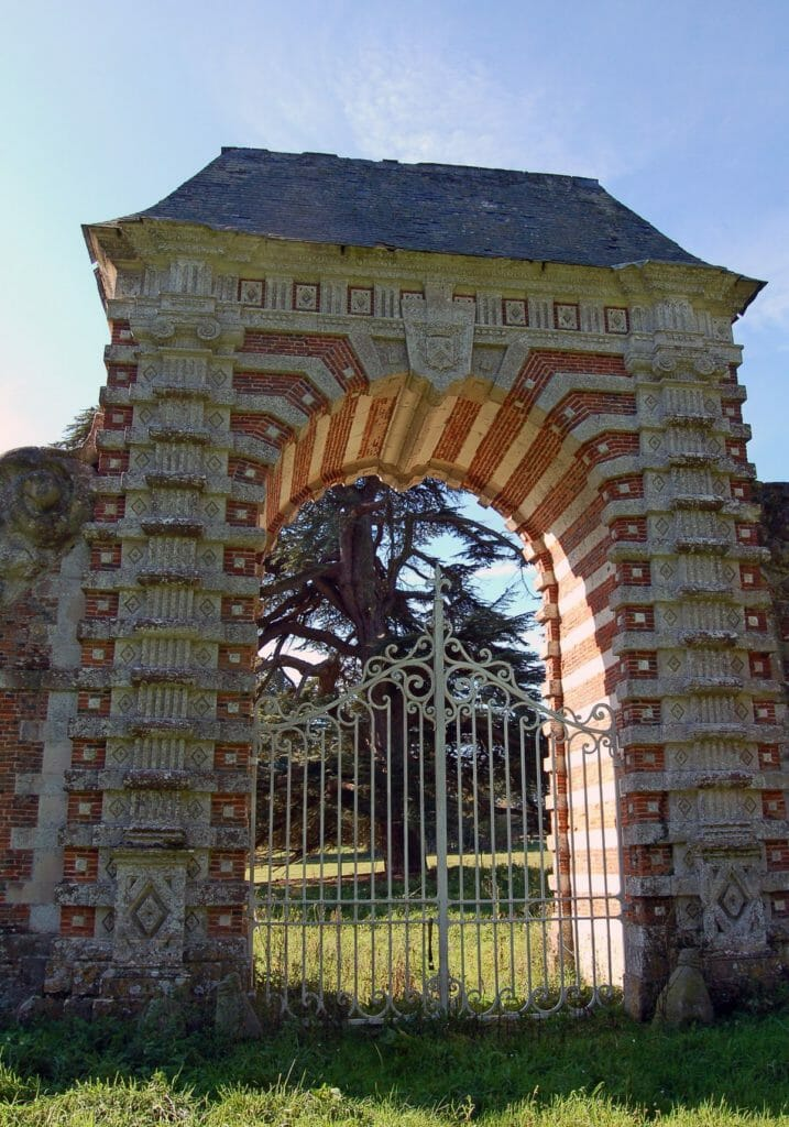 Medici-gate-Chateau-Sommesnil-Normandie-Grand-Chateau-France-Available-bookings-holidays-weddings