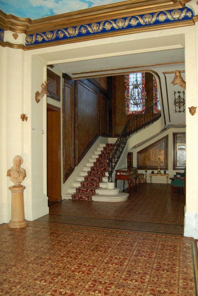 Cour d'honneur-Chateau-Sommesnil-Normandie-Grand-Chateau-France-Available-bookings-holidays-weddings